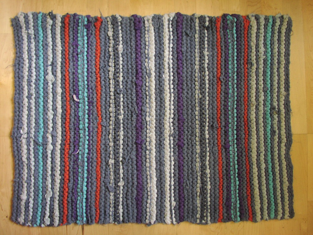 Rugs from recycled t shirts the chawed rosin - How to reuse old clothes well tailored ideas ...