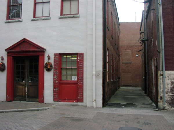 red-alley-2